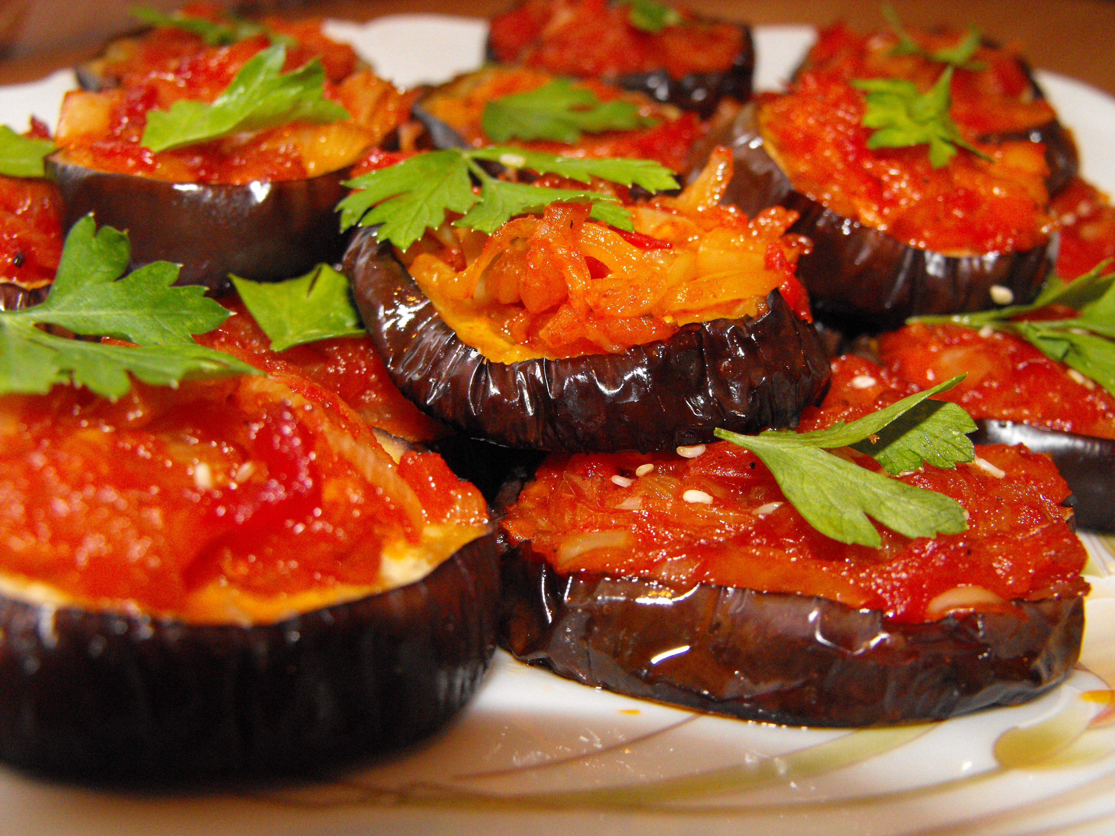 Баклажаны с томатным соусом