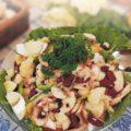 Салат из фасоли и колбасного сыра