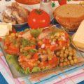 Бутерброды с сельдью и овощами