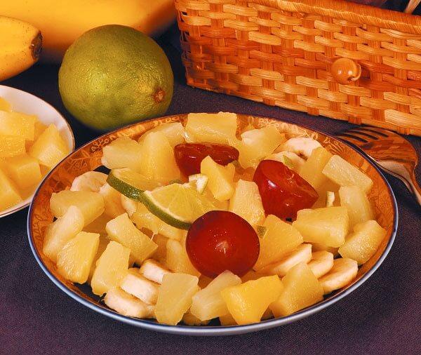 Десертный салат из ананасов и бананов