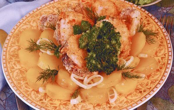 Филе судака с отварным картофелем и брокколи