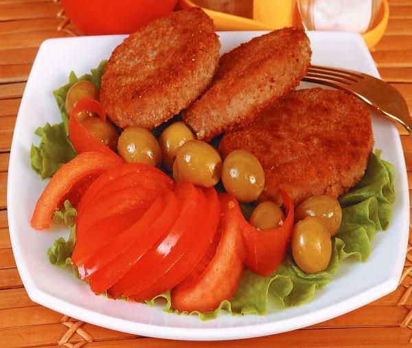 Котлеты из говядины с овощным гарниром