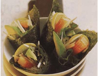 Кулечки темаки с сурими, авокадо и кунжутом
