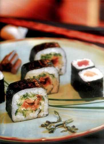 Маки-суши с тунцом и семгой