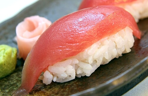 Нигири-суши с тунцом