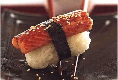 Нигири-суши с угрем и соусом ницуме