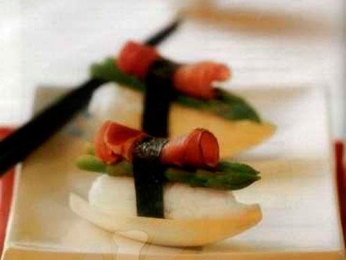 Нигири-суши со спаржей и ветчиной