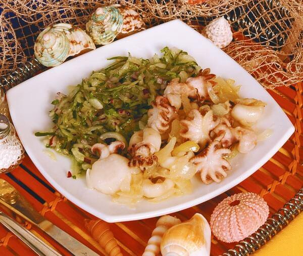 Осьминоги в луковом соусе