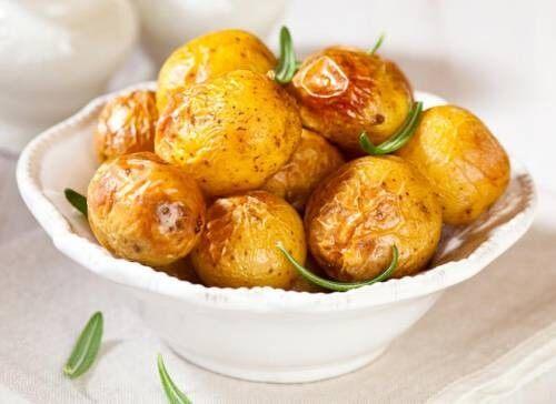 Печеный картофель с испанским соусом