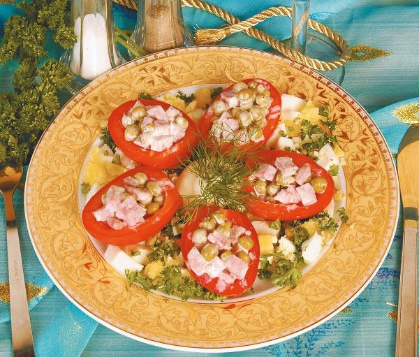 Помидоры, фаршированные колбасой и зеленым горошком