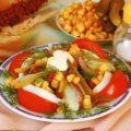 Салат из отварной говядины, овощей и яиц