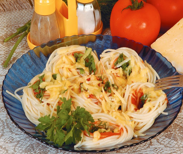 Спагетти с сыром и кетчупом
