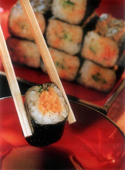 Умекио-натто-маки-суши со сливовым муссом