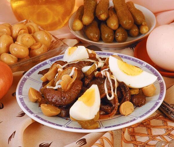 Жареная говяжья печень с грибами