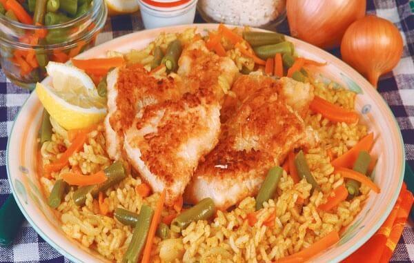 Жареное филе сазана с рисом и лобио
