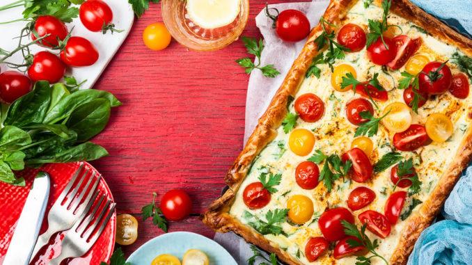 Киш по-итальянски с томатами, базиликом и сыром