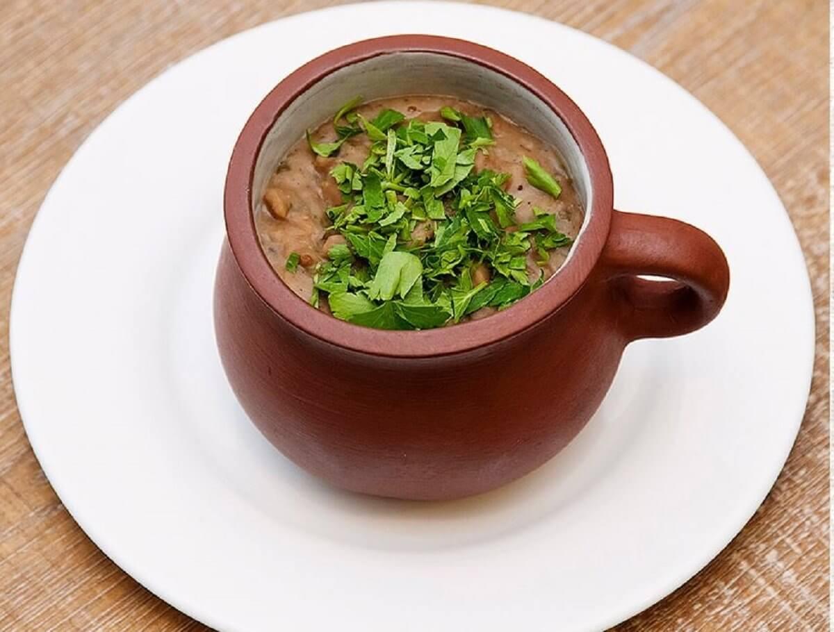 Лобио — фасоль по-грузински в горшочках