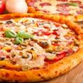 Пицца с цуккини, болгарским перцем и красным луком