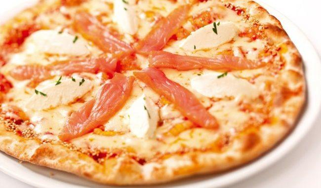 Праздничная пицца с семгой