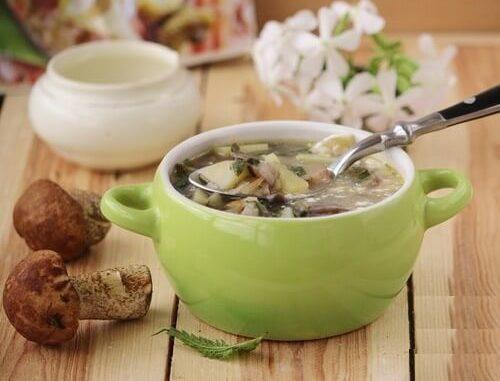 Суп с грибами и крапивой