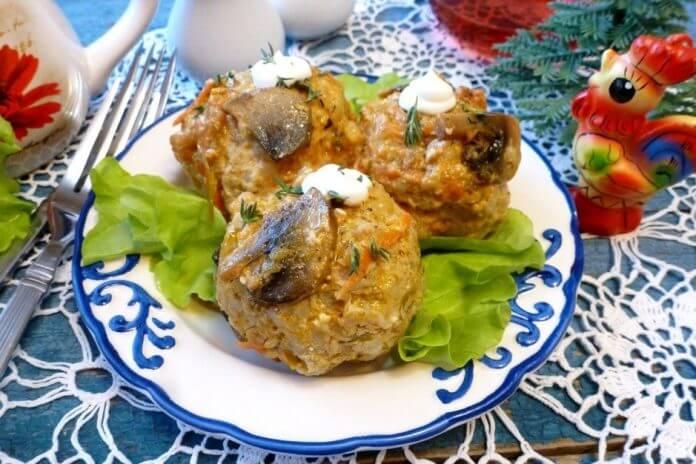 Мясные ежики в томатно-грибной подливе