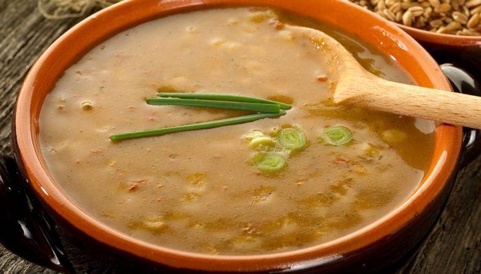 Традиционный тосканский суп с фасолью