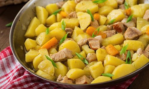 Тушёная картошка в мультиварке