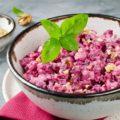 Салат со свеклой, курицей и грецкими орехами