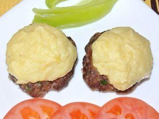 Свиные отбивные, запеченные с картофельным пюре