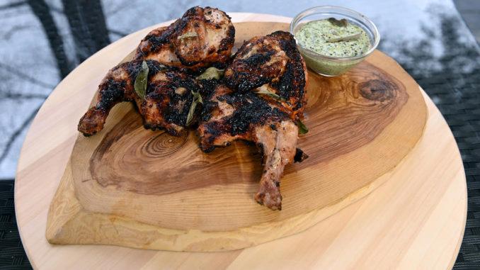 Острый цыплёнок тандури с пряным соусом