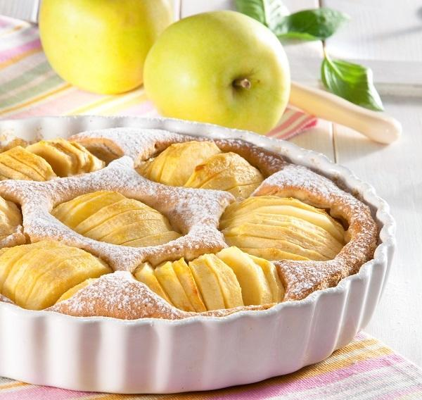 Пирог с яблоками и орехами