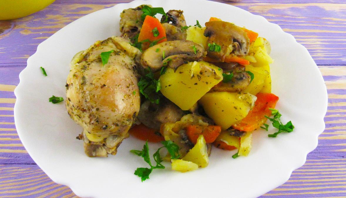 Мясо с картофелем и грибами в рукаве