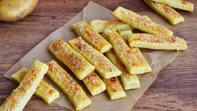 Картофельные палочки с кунжутом