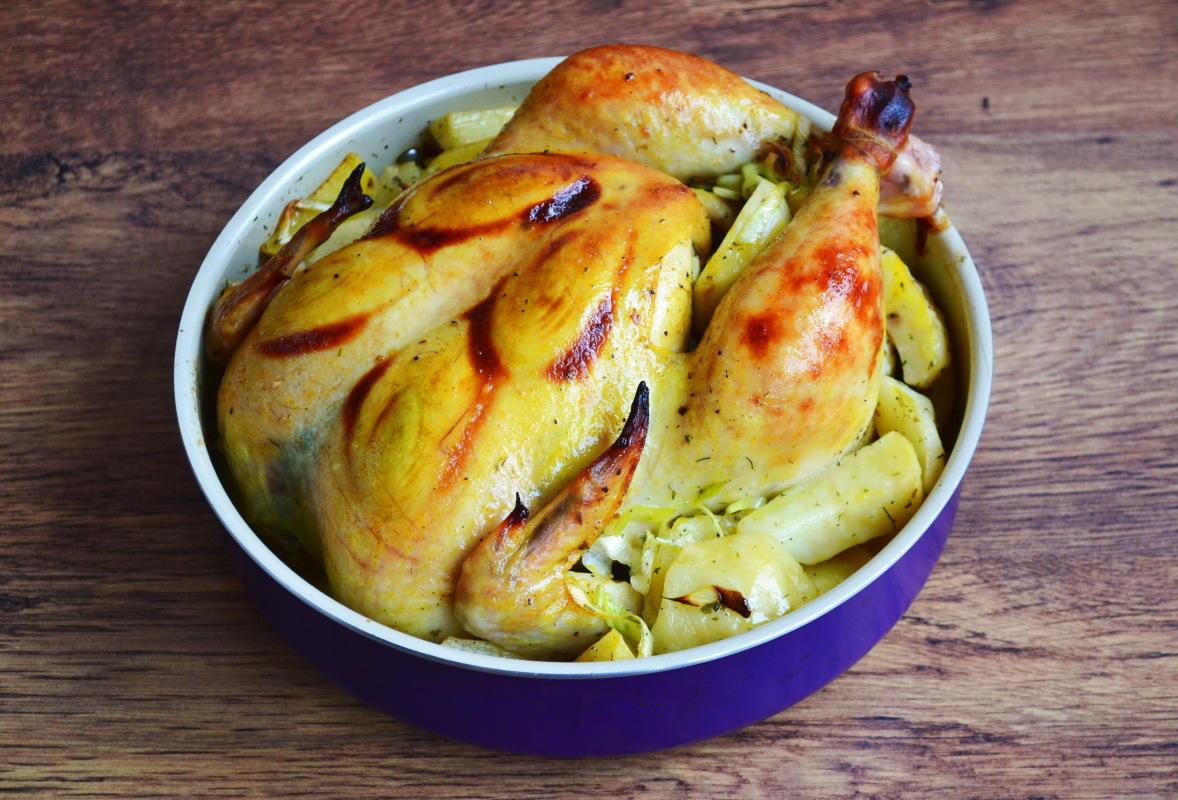 Курка с луком-пореем и картошечкой