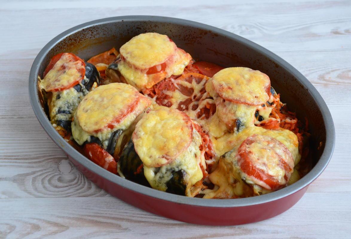 Скумбрия с овощами под сырной шапочкой