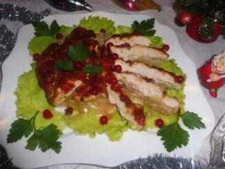 Куриная грудка, запеченная с луком и шашлычным кетчупом